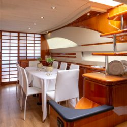 6. Yachtlove - AmorDining