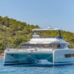 FOUNTAINE-PAJOT-POWER-67-VERTICAL-01