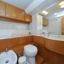 Ferretti681_Cabin1_Master_bathroom