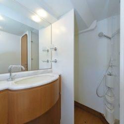 Ferretti681_Cabin1_Master_shower