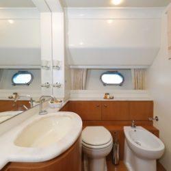 Ferretti681_Cabin2_VIP_bathroom