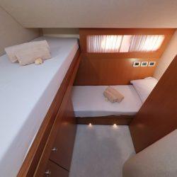 Ferretti681_Cabin4_bunk_beds