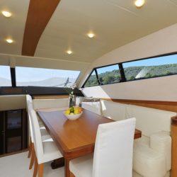 Ferretti681_interior_dining