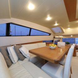 Ferretti681_interior_dinning1
