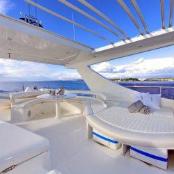 Ferretti780_TESORO_Flybridge_Rectractable_roof