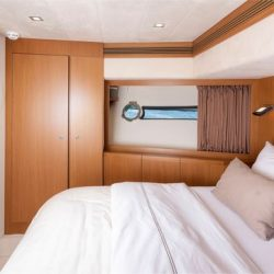 Ferretti780_TESORO_VIP_forward_cabin