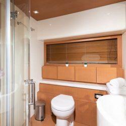 Ferretti780_TESORO_bathroom