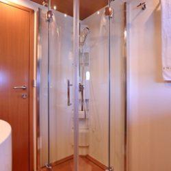 Ferretti780_TESORO_bathroom_shower