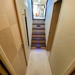 Prestige 550 Floria_Cabin stairs