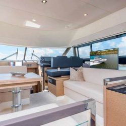 Prestige460_sistership_photo_Salon_with_TV_on_an_electric_lift