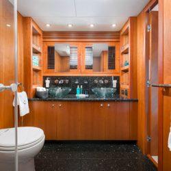 QUANTUM_Master_cabin_bathroom
