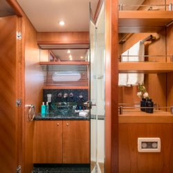 QUANTUM_Port_side_Twin_cabin_bathroom