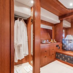 Vip_cabin_closet