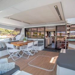 YACHTING_Power 67_kitchen-livingroom day_hiCN1A2324