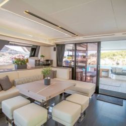 YACHTING_Power 67_kitchen-livingroom-day_hi_CN1A2209