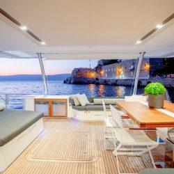YACHTING_Power 67_kitchen-livingroom-night_hi_CN1A2453